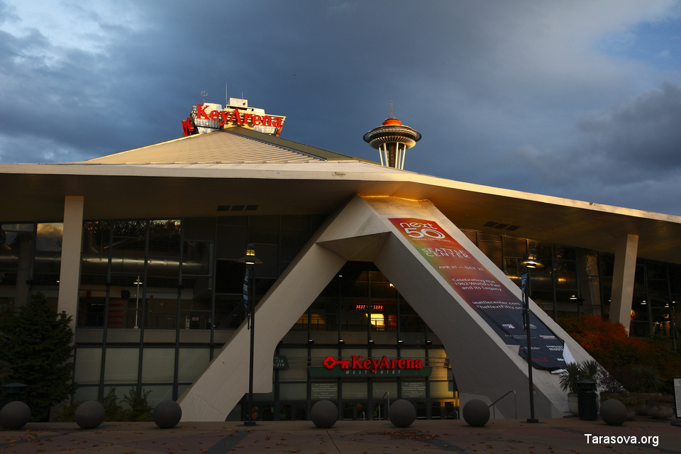 Space Needle и концертный зал KeyArena