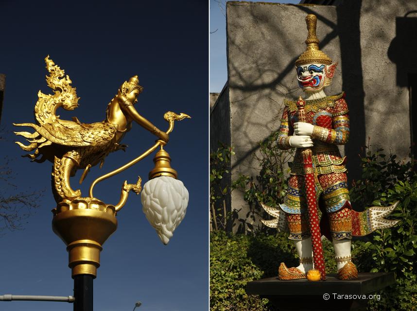 Слева - скульптура Киннари, справа - воин охранник